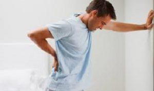 کمردرد در اثر چه عواملی به وجود می آید ؟بررسی عوامل خطر و روشهای درمان آن