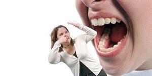 بوی بد دهان را چگونه برطرف کنیم؟ راههای پیشگیری از بوی بد دهان
