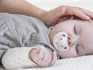 علائم زردی نوزاد چیست؟ راه کارهای تشخیص، درمان و توصیه هایی برای والدین