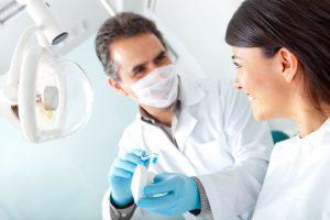 علل اصلی بوی بد دهان چیست؟ راه های درمان و توصیه هایی جهت این عارضه