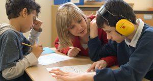 بیماری اوتیسم چیست ؛ روش های تشخیص و درمان بیماری اوتیسم