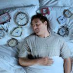 دلایل و درمان خواب زیاد ؛ مضرات زیاد خوابیدن و راههای تشخیص، درمان و کنترل آن