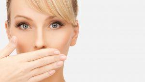 دلایل ایجاد تلخی دهان و راه کارهای جلوگیری و درمان این عارضه