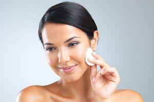 بهترین شیر پاک کن خانگی برای پاک کردن آرایش صورت