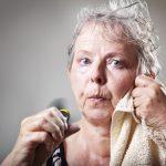 گرگرفتگی چیست ؟ راههای تشخیص و درمان گرگرفتگی زنانه