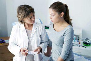 بوی ناخوشایند واژن | علل , علائم و درمان هایی برای رفع بوی بد واژن
