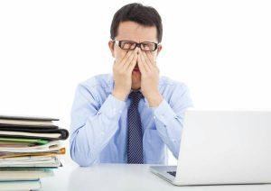 خشکی چشم | علائم خشکی چشم و راه های پیشگیری از آن