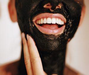 زغال فعال / بهترین استفاده از زغال فعال برای پوست زیبا و موهای زرق و برق دار