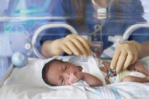 بیماری قلبی مادرزادی در نوزادان – ۵ علت و ۷ علایم که باید بدانید.