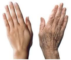 رفع چین و چروک دست با استفاده از گیاهان دارویی در خانه.