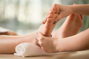 رفلکسولوژی یا ماساژ پا چگونه است ؟ مزایای رفلکسولوژی چیست؟