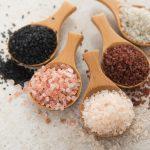 آشنایی با ۱۹ مزایای شگفت انگیز نمک دریایی برای بدن